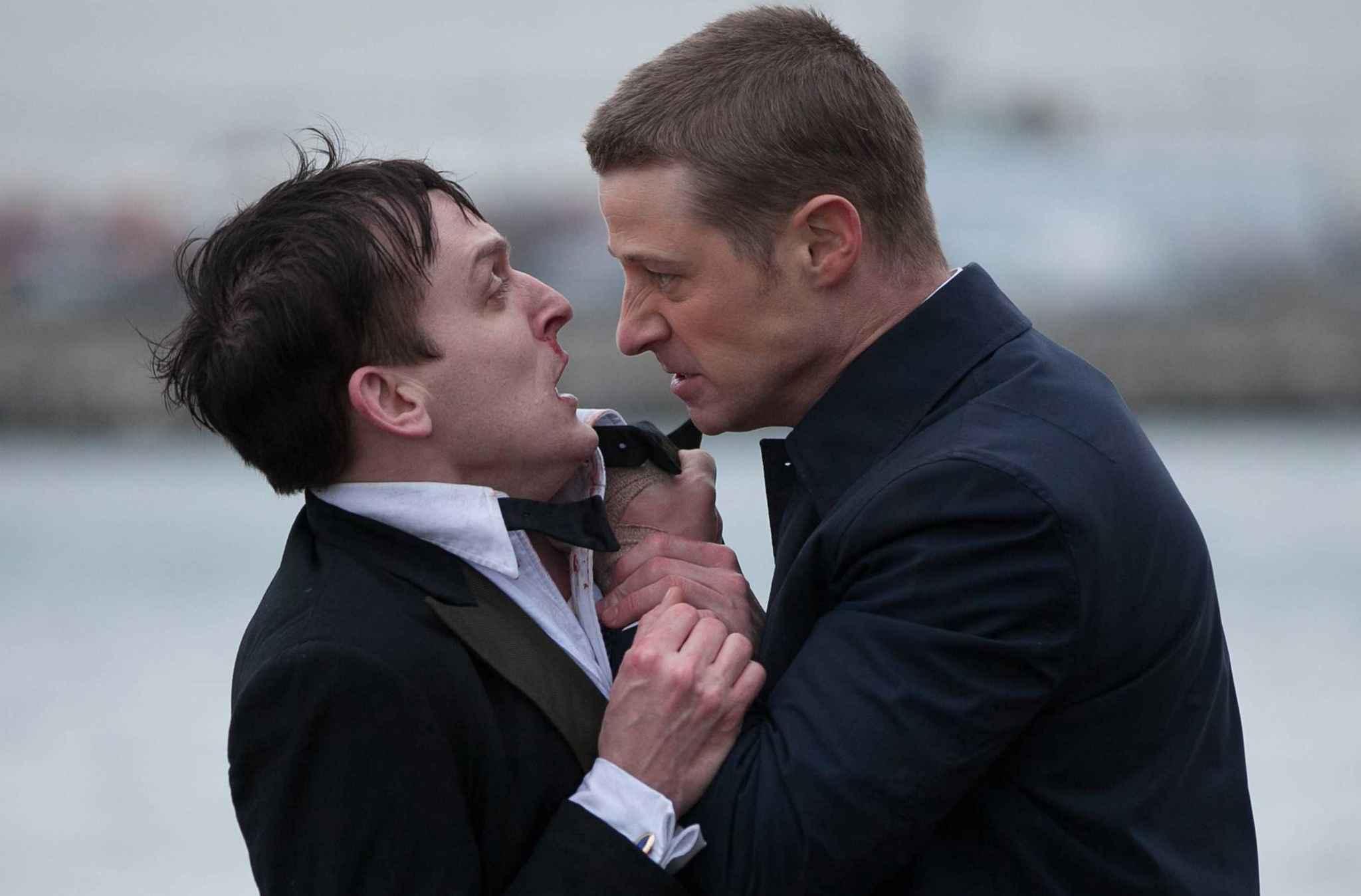 Pingouin vs Gordon dans Gotham