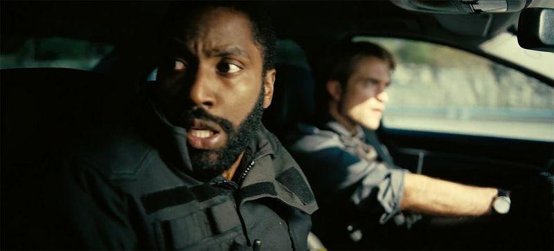 En voiture avec le protagoniste et Neil