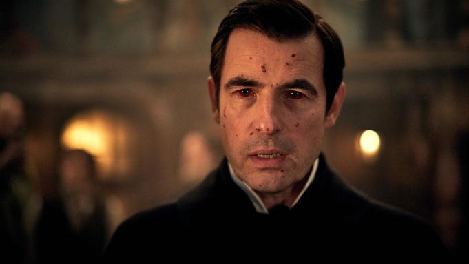Dracula sur Netflix, une série qui a du mordant